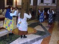 La danza con cui un gruppo di suore, di origine africana, hanno animato la liturgia d'offertorio