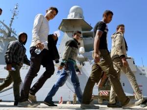 Un gruppo di migranti sbarcati in Italia