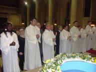 Gli undici catecumeni adulti che hanno ricevuto battesimo, comunione e cresima divenendo cattolici