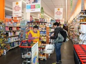 Un'immagine della Spesa sospesa, svoltasi nello scorso fine settimana a Pescara