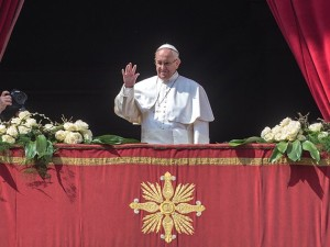 Papa Francesco pronuncia il messaggio Urbi et orbi nel giorno di Pasqua