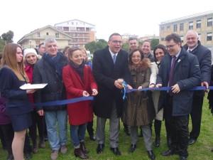 Il taglio del nastro del prossimo orto urbano, in via dei Marsi a Pescara