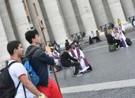 Confessioni in corso in piazza San Pietro