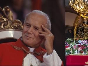 Un'immagine di San Giovanni Paolo II. Accanto il simulacro della Madonna dei Sette dolori