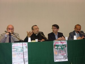 Il tavolo dei relatori, con l'intervento dell'arcivescovo Valentinetti