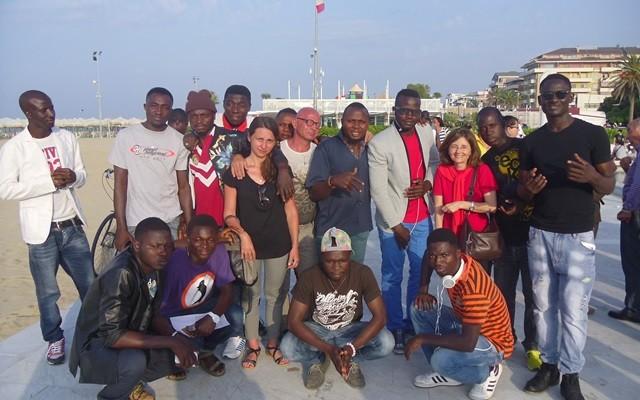 I migranti, ospiti delle strutture Caritas ed Eta beta, che hanno partecipato alla preghiera