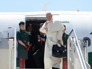 Papa Francesco, a Fiumicino, sale sull'aereo che l'ha appena condotto a Cracovia