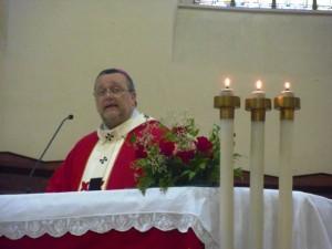 Mons. Tommaso Valentinetti, arcivescovo di Pescara-Penne, presiede il Pontificale di San Cetteo