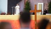 Papa Francesco presiede la Via Crucis della Gmg di Cracovia, dal palco allestito nel Parco di Blonia