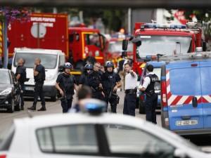 Le Forze di Polizia francesi intervenute nei pressi della chiesa di Rouen