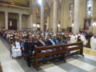 I fedeli in Cattedrale con, in testa, il sindaco di Pescara Marco Alessandrini e il presidente del Consiglio comunale Antonio Blasioli