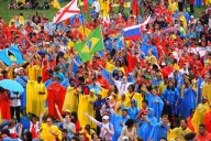 Una parte dei 700 mila giovani radunatisi al parco di Blonia
