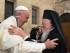 Papa Francesco abbraccia il Patriarca Bartolomeo I