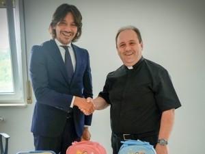 Maurizio Mililli, presidente di Life Pescara onlus, con don Marco Pagniello