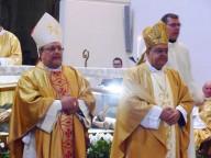 L'arcivescovo Valentinetti e il cardinale Crescenzio Sepe durante la Santa messa