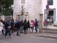 I catechisti, gli educatori e gli operatori pastorali attraversano la Porta santa entrano in Cattedrale