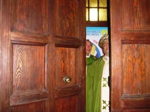 Mons. Tommaso Valentinetti, arcivescovo di Pescara-Penne, chiude la porta santa in Cattedrale