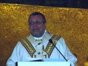 Monsignor Tommaso Valentinetti, arcivescovo di Pescara-Penne, pronuncia l'omelia