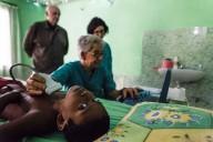 Una delle foto di Francesco Cilli, che ritraggono i medici al lavoro in Bangladesh