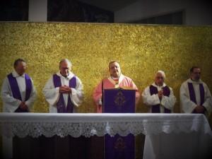 Mons. Tommaso Valentinetti, arcivescovo di Pescara-Penne, presiede la Santa messa concebrata dagli Oblati di Maria Immacolata