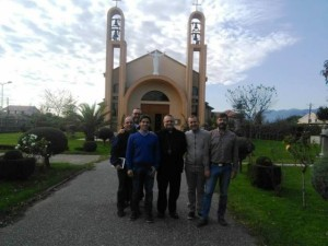 L'arcivescovo Valentinetti, con don Marco Pagniello, don Massimo Di Lullo, Goffredo Leonardis e Alessio De Fabritiis
