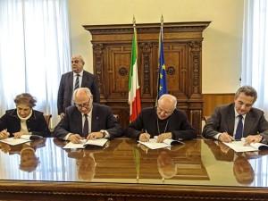 La firma del protocollo d'intesa che ha aperto il corridoio umanitario