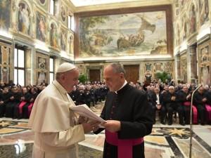 Papa Francesco durante il corso formativo ai 300 parroci