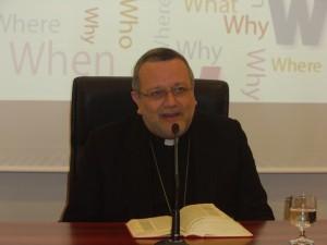 Mons. Tommaso Valentinetti, arcivescovo di Pescara-Penne, presiede la lectio divina