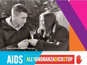L'immagine al centro di uno dei manifesti della campagna di sensibilizzazione Caritas