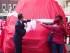 Nabu e Astrid tagliano il nastro della nuova ambulanza