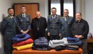 Guardia di finanza: donati alla Caritas 350 capi d'abbigliamento sequestrati