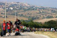 Giovani e famiglie in pellegrinaggio a piedi da San Nunzio Sulprizio